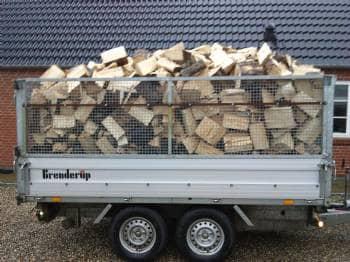 brænde - Tolstrupvej 8 - husk at fylde brændeskuret op så den er klar til næste vinter egetræ eller ask sælges savet kløvet kan evt.levers sælger også flis. - Tolstrupvej 8