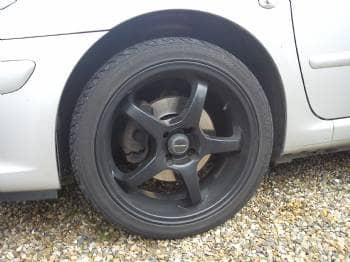 Alufælge - Danmark - 18″ Alufælge, sort, passe på peugeot 307. Der skal nye dæk på. - Danmark