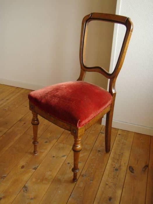 Sofa, 4 stole og bord