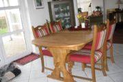 Masiv spisebord og 8 stole