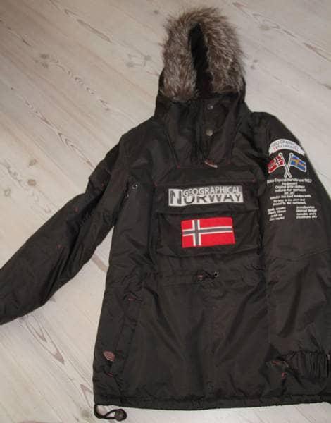 Vinterjakke - ,vinde - Geographical Norway vinterjakke Flot jordbrun farve – meget velholdt, næsten ikke brugt Str. 2 som svarer til small/medium Er pige/damemodel Nypris 1000kr - ,vinde