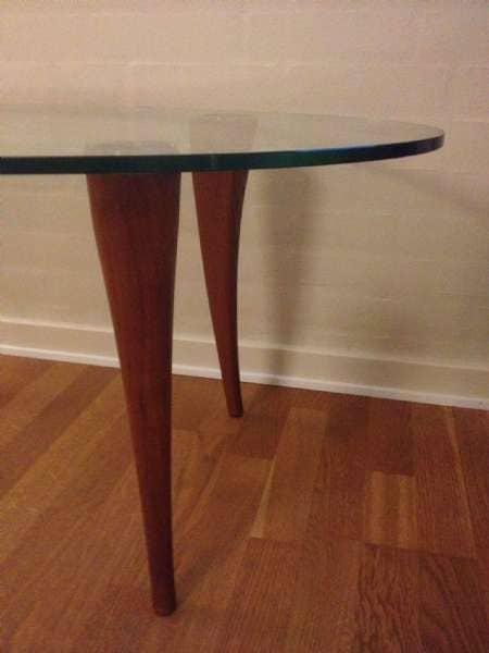 Glasbord - Bakkevej 4 - Ovalglasbord med træben. - Bakkevej 4