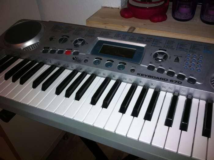 Keyboard med stativ - Danmark - Fra Fætter BR. Rigtig fin med mange melodier indspillet - Danmark