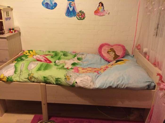 Barn/juniorseng - Balling - En flot seng i klassisk design. Sengen kan trækkes ud så den også kan bruges som junior seng. Mål babyseng: 70 x 110 cm Mål udslået juniorseng: 70 x 150 cm - Balling
