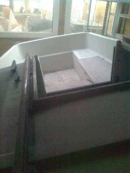 Motor båd - Rydevej 3 - En tidligere sejle båd, som er lavet om til motor båd. Længde 6 meter, hvor der er kahyt med hynder, hvor man kan spise og sove. Der medfølger en 15 hk. Yamaha motor. - Rydevej 3