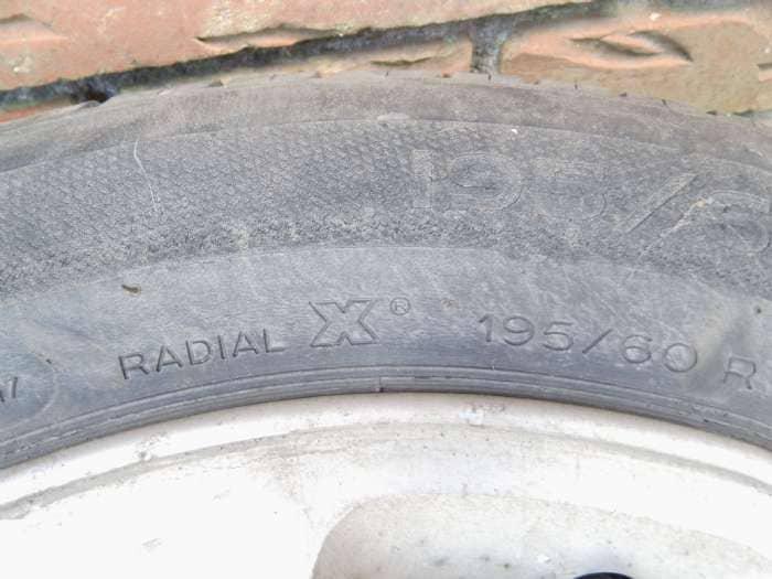 Sommerdæk på alufælge - Danmark - 4 stk. brugte Michelin sommerdæk på alufælge – Radial X 195/60 R 15. Passer bl.a. til Mazda 626. Ialt - Danmark