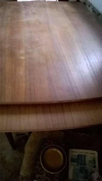 teaktræsbord - Solsikkevej 190 - meget flot teaktræsbord med hollandsudtræk som ny sælges. henvendelse på tlf. 97574574 - Solsikkevej 190