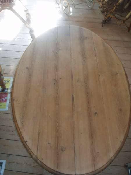 Oval egetræs bord