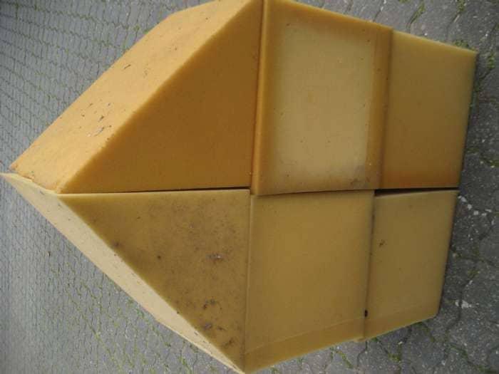 skumpuder - Harrevigvej 2, Hjerk - gode skumbrikker der kan sættes sammen til et hus eller bruges enkeltvis. Kun fantasien sætter grænser for hvad betræk der sættes på. Brikkerne er 30×30 cm. + 2 trekanter til tag - Harrevigvej 2, Hjerk