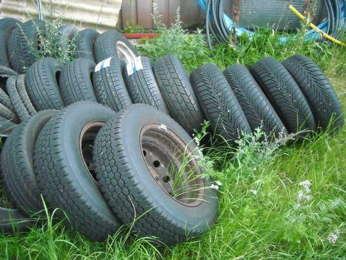 masser af dæk - Bilstrupvej - har rigtig mange dæk i forskellige str RING KAN IKKE SVARE PÅ SPØRGSMÅL få med fælge nogle helt nye ring og hør nærmer mange til 100 kr stk ingen sms - Bilstrupvej