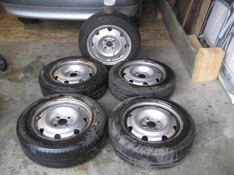 dæk med fælge - Harrevigvej 2 - 4 -5 fælge med dæk til Renault Clio. 50 60 %mønster 165-65-R14 - Harrevigvej 2