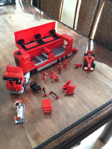 Lego Ferrari F1 lastbil og bil - Bragesvej 19 - Lego Ferrari F1 lastbil sælges. Alt tilbehøret på billedet kan være i lastbilen. Pæn og velholdt og fra ikke ryger hjem. - Bragesvej 19