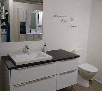 Hvid udstillings bad