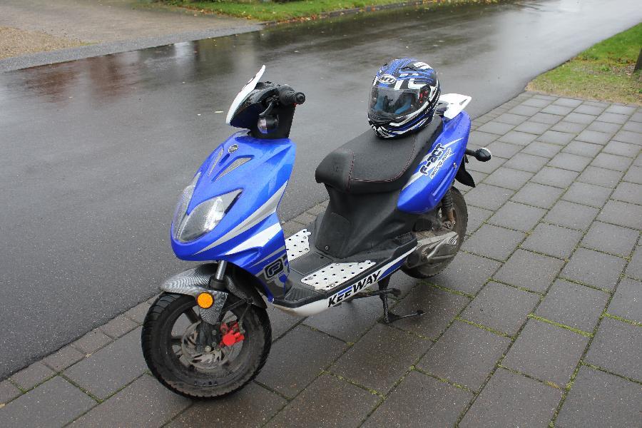 Keeway F-ACT 30 km/t scooter - Petravej 2 - Scooter sælges grundet erhvervelse af kørekort. Den kører perfekt og starter hver gang (el start). Kickstarter defekt. Kørt 8700 km. Nyt batteri. Kædelås medfølger. - Petravej 2
