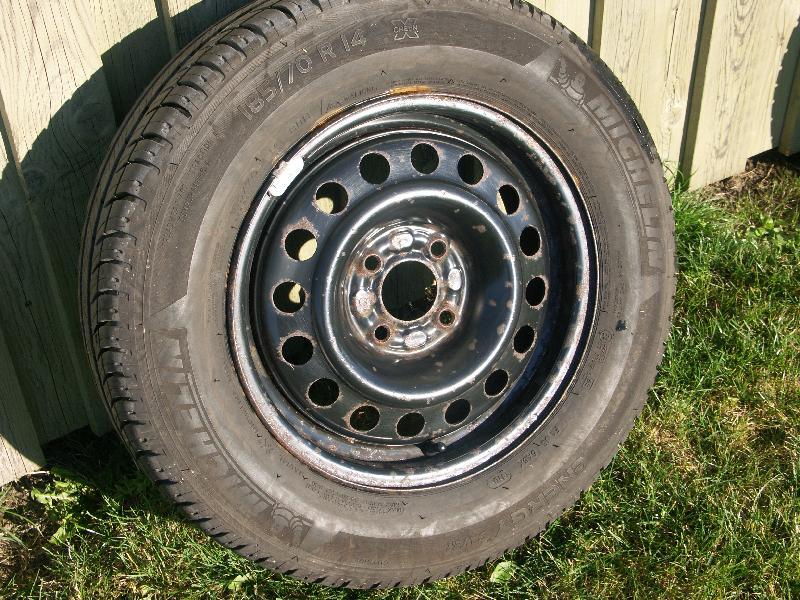 14`dæk - Præstegårdsbakken 14 Thorum - 4 gode dæk – 185 / 70 R 14 Michelin energy på stålfælge m 4 bolthul afst. 10 – centerhul 6 - Præstegårdsbakken 14 Thorum