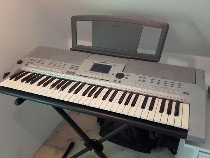 Yahama Keyboard PSR-S500 - Nautrupvej - Pæn og velholdt proffesionel keyboard med en masse funktioner, sælger den da den bare står og samler støv, der medfølger regulær bar stativ - Nautrupvej