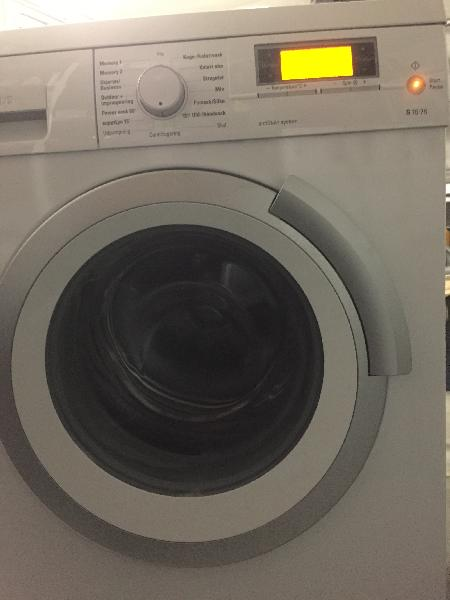 Siemens 8 kg 1600 omdr - Violvej 37 - Energiklasse A Siemens 8 kg 1600 omdr energiklasse A, Fin vaskemaskine, som virker som den skal. Lys i tromlen, skum-kontrol, Aquastop, Memory-funktion, Superlyn (15 minutter), Uldprogram osv. Nypris har været omkring 7500kr,. Ca 4 år gamme - Violvej 37
