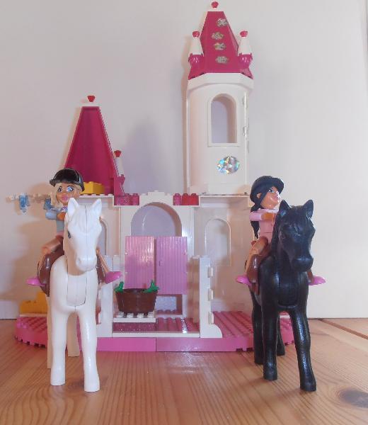 Belville 7581 - Ottingvej 11, Otting - Belvillesæt med heste. Der mangler få dele bl.a. prinsessekjoler. Enkelte dele er erstattet med andre farver. Vejledning kan findes på lego.dk Sendes gerne. Porto ca. 60 kr. - Ottingvej 11, Otting