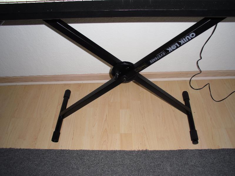 Keyboard Roland E86 - Petravej 84 - Lækker Roland. E86 Sælges, der medfølger sax stativ,samt lidt noder samt lidt styls,den kan også bruges som klaver da der er anslag i. - Petravej 84
