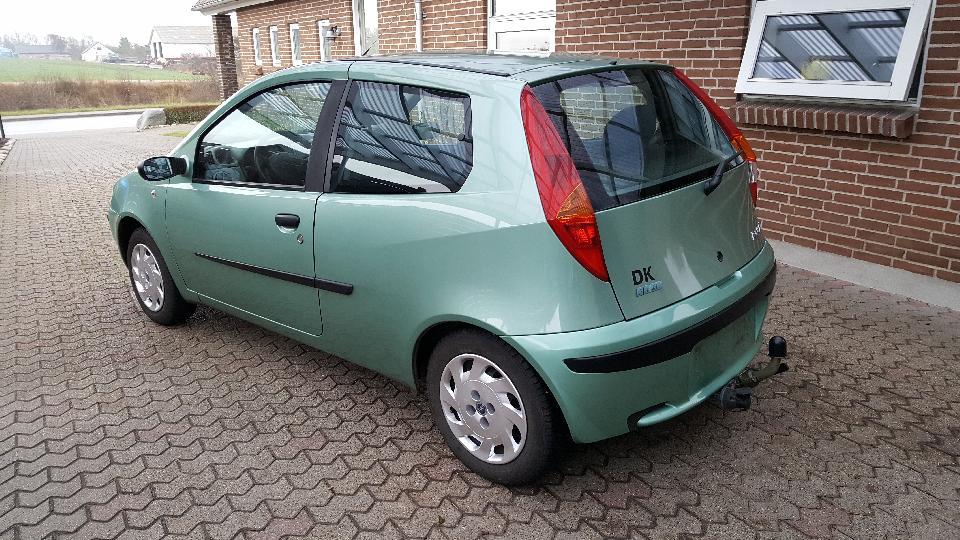 Fiat Punto - Hundborgvej 156 - modelårg. 2001, Benzin, ELX, 1,2, 3 døre, 17,5 km/l, 155 km/t, Grønmetal, Km 164000, Mini, Halvkombi, 2 airbags, Termostat, bagerste støddæmpere, kilerem, tandrem og remstrammer er nyt, Service overholdt frem til 2015, Alt i alt en  - Hundborgvej 156