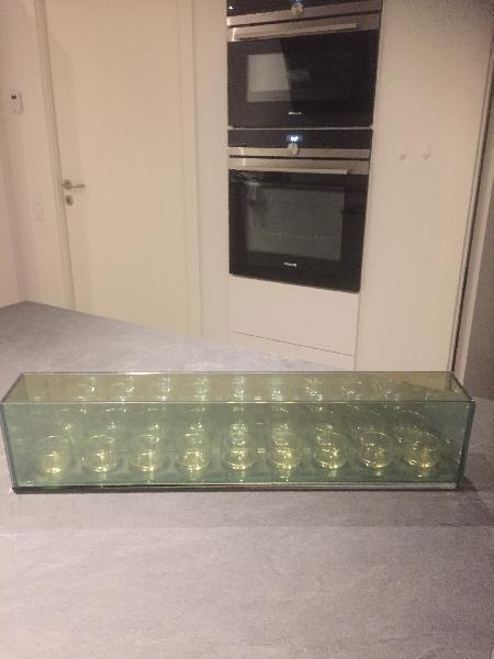 """Lysestage - Møllebakken 36 - Infinity med 9 sysestage Glas med spejleffekt. Som giver den """" uendlig """" effekt Faver : mørk røgfarvet L:55 cm B:8 cm H:13 cm Kun brugt få gange. 200 kr. eller giv et bud. - Møllebakken 36"""