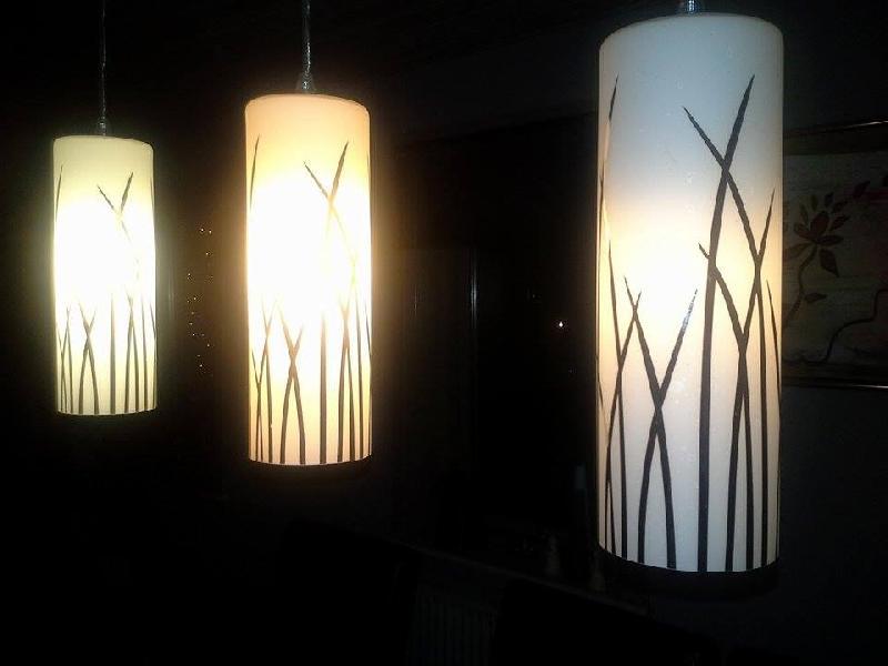Pendel m 3 lamper - Ilbjergvej 12 - Eglo langbordspendel. Hvidt glas med krom. Ca 1 år gl. Ny pris 870,- - Ilbjergvej 12