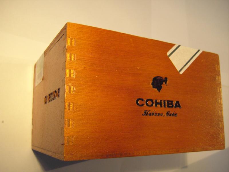 Havanna cigarer i trææske
