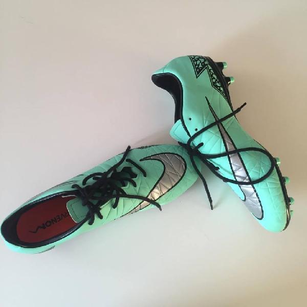 Fodboldstøvler – Aldrig brugt - Dølbyvej 101 - Sælger disse super lækre fodboldstøvler da de desværre var for små. De er aldrig blevet brugt. De er en størrelse 43 og de er 27,5 cm. Nypris var 650 så de sælges meget billigt Skriv for interesse!