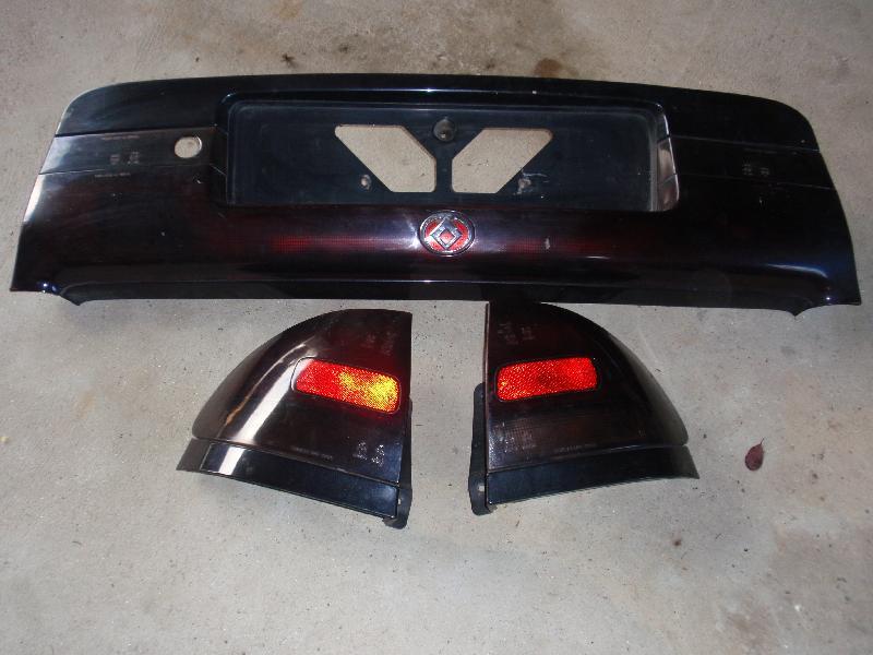 Reservedele Mazda 626 - ,karby - Mørke baglygter, stykket hvor nr. plade sidder og en siderude. m. m. - ,karby