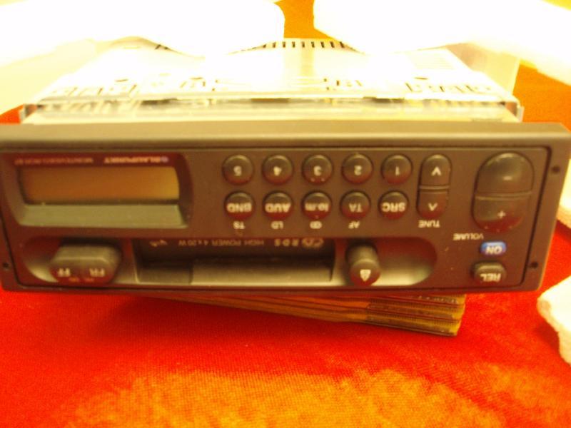 Autoradio m/ kassette - Hedevænget 16 - Blaupunkt Metevideo RCR 87. 5 faste stationer. 4 x 20 W . - Hedevænget 16