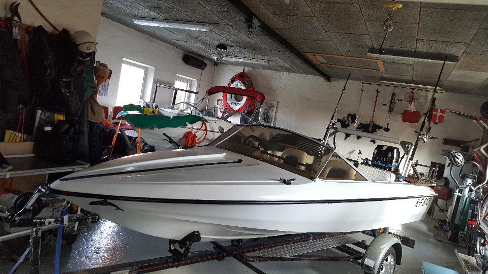 Fletzer - Hundborgvej 156 - Flot 14 fods fletzer årg 74 med indregistreret bådtrailer af samme årg, båden blev for 4 år siden slebet og malet med hempel bådmaling af en proff autolaker, motor er en 50 hk mercury årg 85 med elektronisk tændning den blev reno - Hundborgvej 156