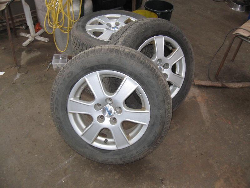 Alufælge - Jungetgårdvej 18 - Alufælge med vinter dæk med ca 4 mm mønster. Passer på en Toyota sportsvan - Jungetgårdvej 18