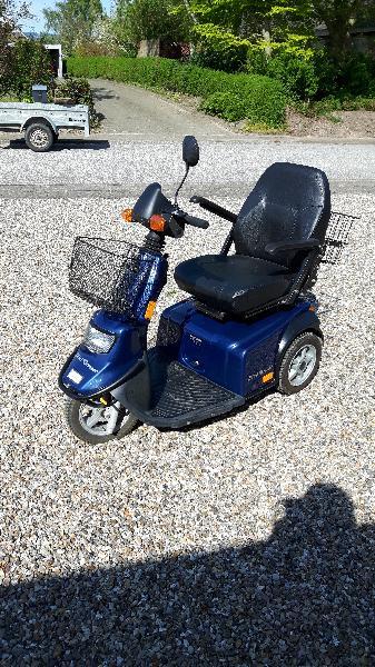El-scooter - østermøllevej 44, Fredsø - Mini Crosser 125T, velholdt, medfølger 2 kurve og køresejl. Sælges for dødsbo - østermøllevej 44, Fredsø