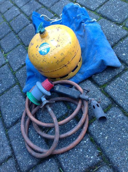 Gasflaske og brænder - Glattrupvej 19 - Gasflaske samt brænder med regulator. - Glattrupvej 19