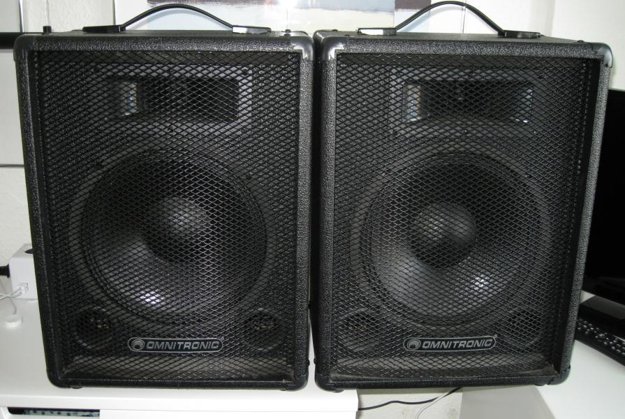 Pa højtaler - Vestervænget 2d St-tv - H: 45 cm B: 33cm D:24 cm Vægt ca. 9,5 kg ( Pr.stk. ) .Der medfølger speakon kabler - Vestervænget 2d St-tv