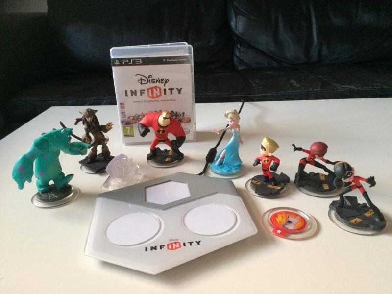 Disney Infinity til ps3 - Samsøgade 12 - Disney Infinity til ps3. Grundpakke og ekstra figurer. - Samsøgade 12
