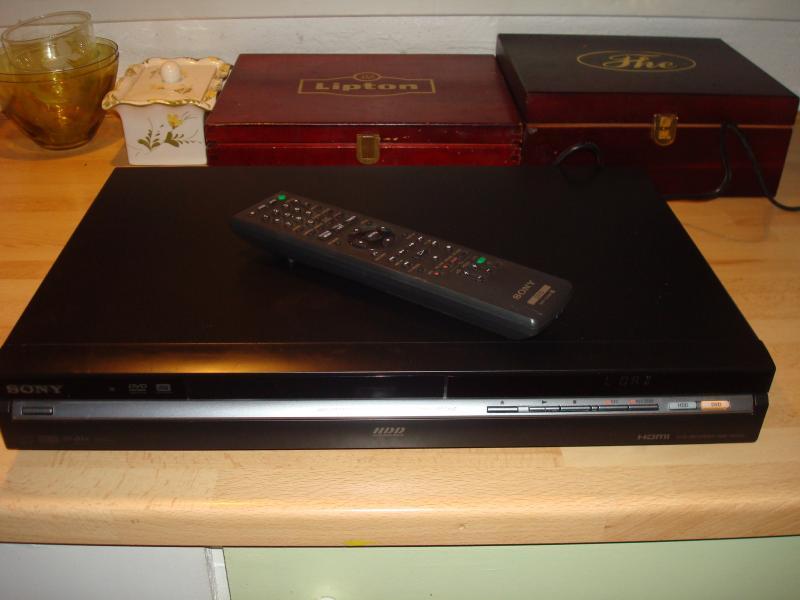 Sony RDS-HX650 - Furvej 17, Selde. - Harddiskoptager med remote. hdmi men ikke mpeg4 - Furvej 17, Selde.