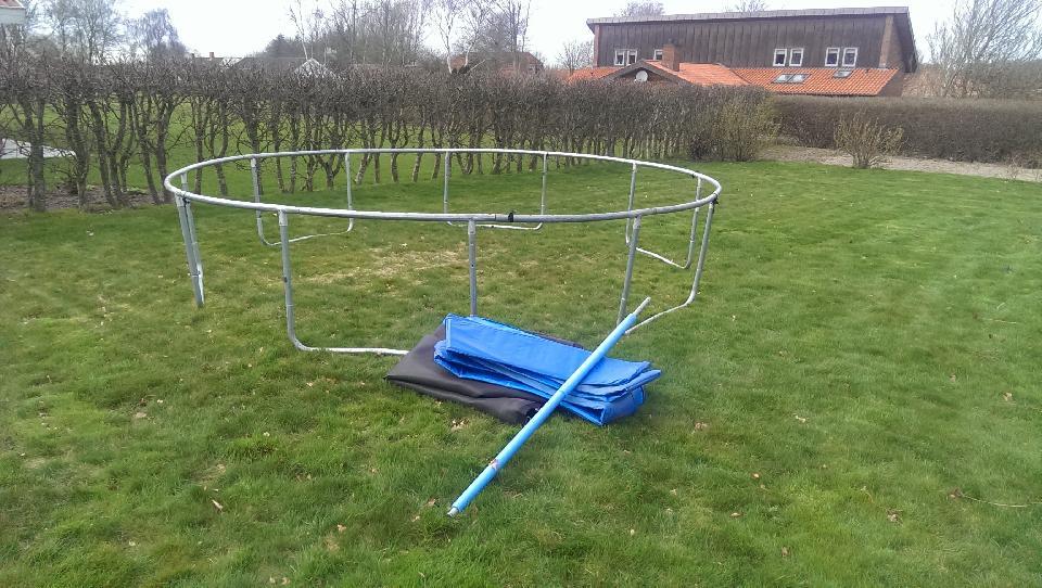 Trampolin, Ø400cm - Balling - Stor trampolin – fungerer fint, uden nettet. Brugt men i god stand , Liger i et redskabsrum, derfor, vi ikke kan lave billederne - Balling