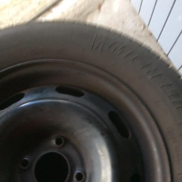 Sommerdæk på stålfælge - Ahornvænget 10c - 4 stk Michelin energy sommerdæk på stålfælge 4 huls. 195/65 R 15 . Krydsmål 4×108 Navkapsler Peugeot 307 100 kr . Sælges pga af bilskift. Henvendelse 21384076 - Ahornvænget 10c