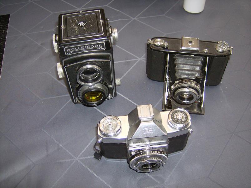 kamera - Fyrrevænget 29 - 3 stk kameraer sælges de er i meget god stand,og de fungerer alle. der er original tasker til alle 3.der medfølger lysmåler og blitz. - Fyrrevænget 29