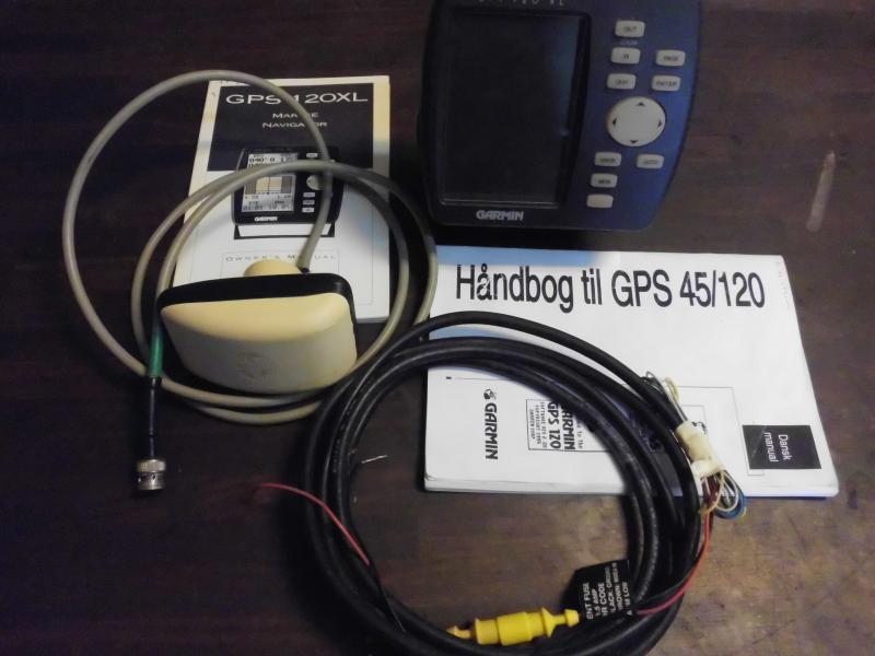 GPS Garmin 120 XL - Danmark - Apperatet virker ok i menuerne men antennen har nogle gange svært ved at modtage sattelitterne. ( Antennen har været åbnet ) sælges derfor som defekt . Dansk manual HAR IKKE MOBILPAY - Danmark