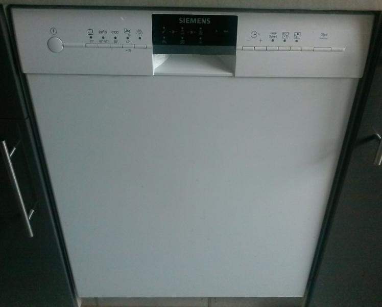 Siemens opvaskemaskine - Bystedvej 51 - Siemens opvaskemaskine sælges for højeste bud. Køber skal dog selv afmonterer opvaskemaskinen og kan først afhente den 14. juli 2017. Opvaskemaskinen er ca. 2½ år gammel og er i brug hver dag. Hvis du er interesseret så skriv - Bystedvej 51