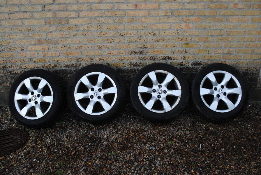 Sommerdæk Peugeot alufælge - Oddesundvej 182 - Sommerdæk Peugeot alufælge med gode Nokian dæk 205/55-16 5-6 mm mønster dækkene er fra 2016 - Oddesundvej 182