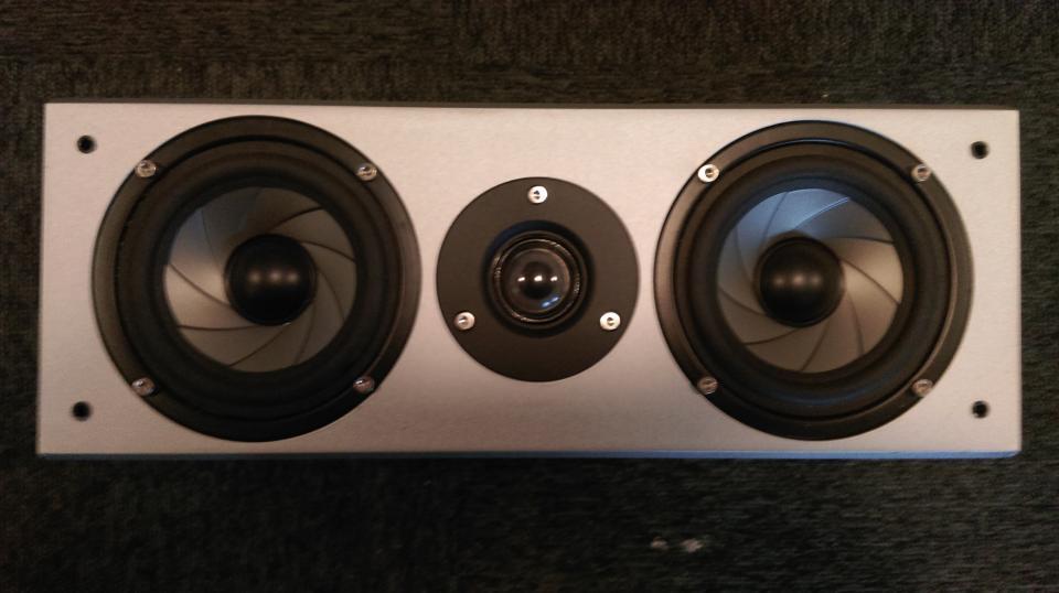 Eltax center højtaler - Danmark - Har sådan en sød lille center højtaler til at stå, den har været brugt som center højtaler til Surround Sound, den spiller utroligt godt. - Danmark