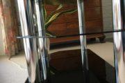 Tv møbel med sorte glashylder