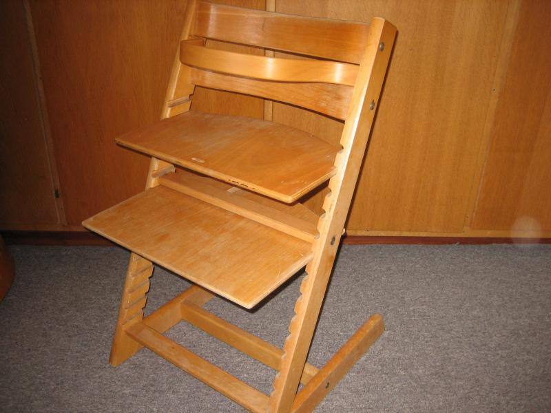 Trip trap stol - Lundgårdvej 23 - Trip trap stol med bøjle, meget god stand, der er finerskade på fodstøtte (se billeder) - Lundgårdvej 23