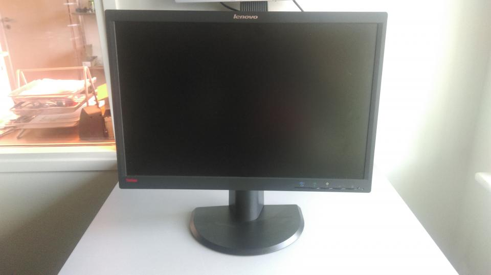Lenovo ThinkVision L2251p, 22 - østergade 35 - Har en rigtig fint pc skærm her som er 100% ok LCD monitor / TFT active matrix Widescreen – 16:10 1680 x 1050 at 75 Hz Mere info: s://www.cnet.com/products/lenovo-thinkvision-l2251p-lcd-monitor-22/specs/ Husk der altid ydes 2 års Rekla - østergade 35