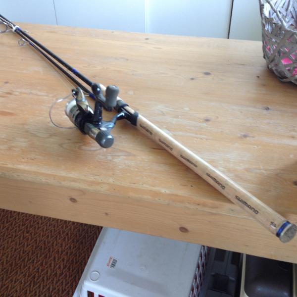Fiskestang sælges - Petuniavej 170 - Fin shimano stang med hjul næsten ikke brugt. - Petuniavej 170