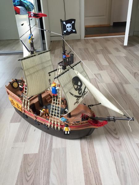 playmobil piratskib - Skovbakken 37 - Det HELT STORE piratskib fra playmobil. stadig med diverse tilbehør og helt intakt. byd sms 26812211 - Skovbakken 37