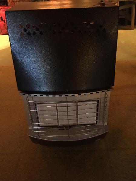 Gasvarmer - Druevej 20 - Gasvarmer med 11 kilos flaske, keramikbrænder 225,- Mobil: 24620045 - Druevej 20